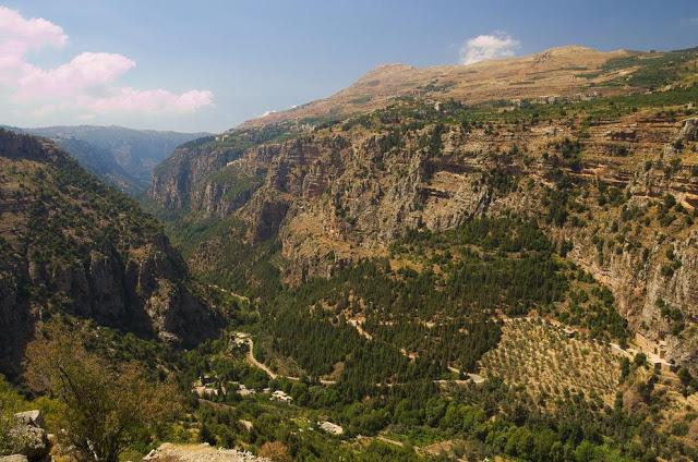Libano Paesaggio nella valle di Qadisha