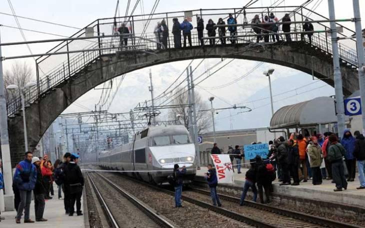 tav_protesta_no_tav_bloccato_treno_01.jpg